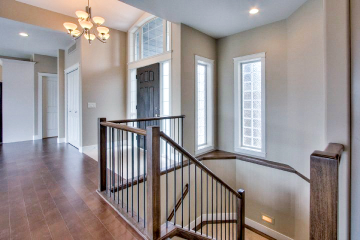 Poplar Stain Grade Railing With Iron Rod Spindles Pro