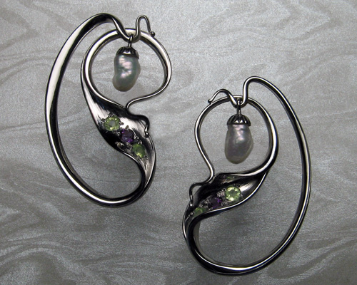 Contemporary art-nouveau earrings with baroque-pearls.