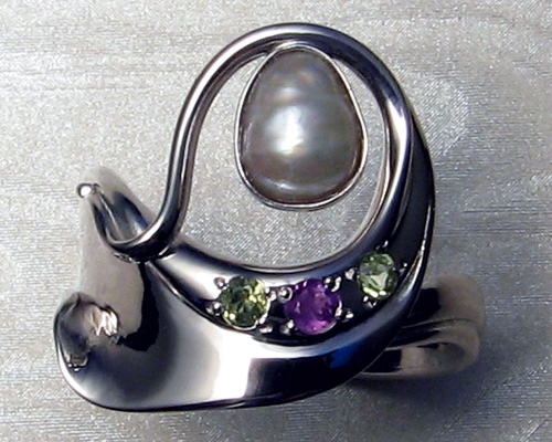Contemporary art-nouveau ring with baroque-pearl.