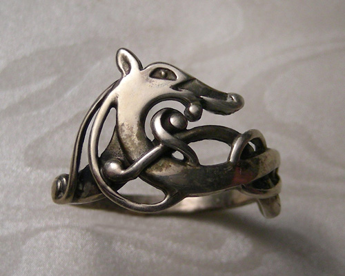 Urnes-Style, Viking dragon ring.