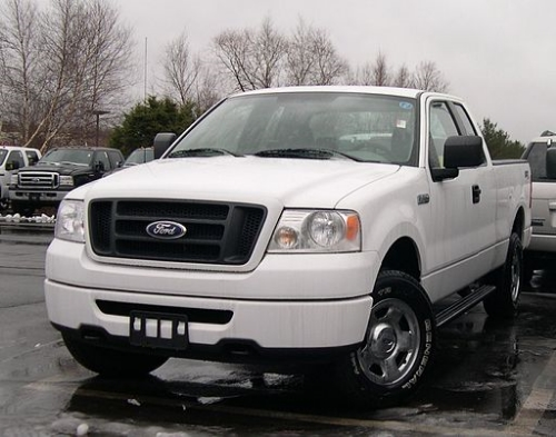 2006_Ford_F-150_STX.jpg