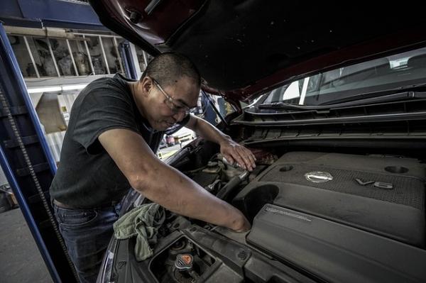 auto-repair-3691963_640.jpg