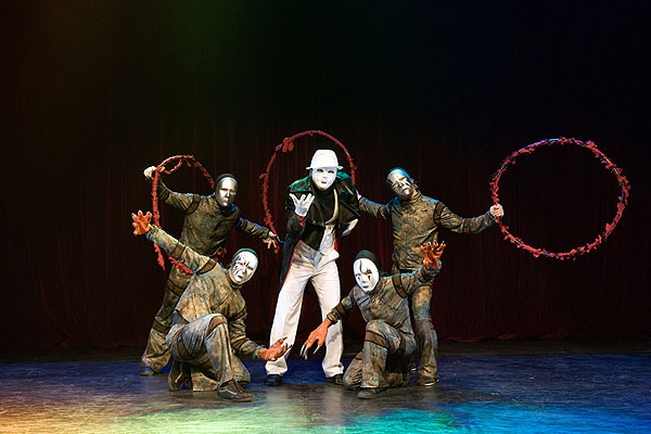 Cirque Hip Hop Dancers.jpg