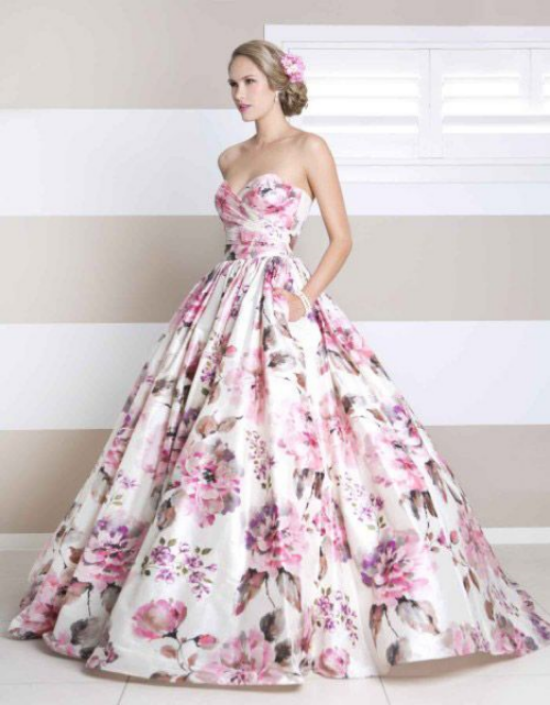 {Stunning Floral Wedding Gown by  Wendy Makin )