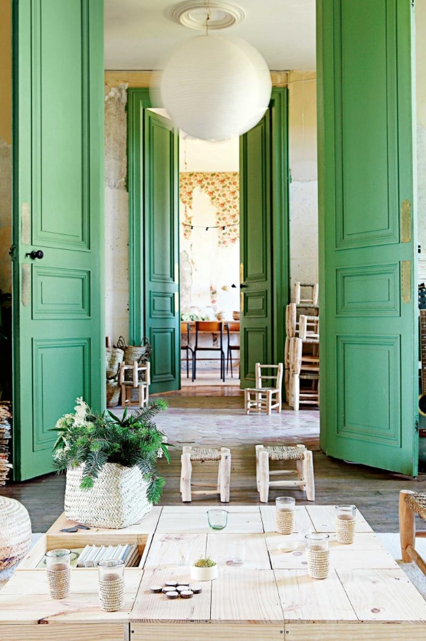 These doors...WOW! You can find the entire story about this french CHATEAU reno  here