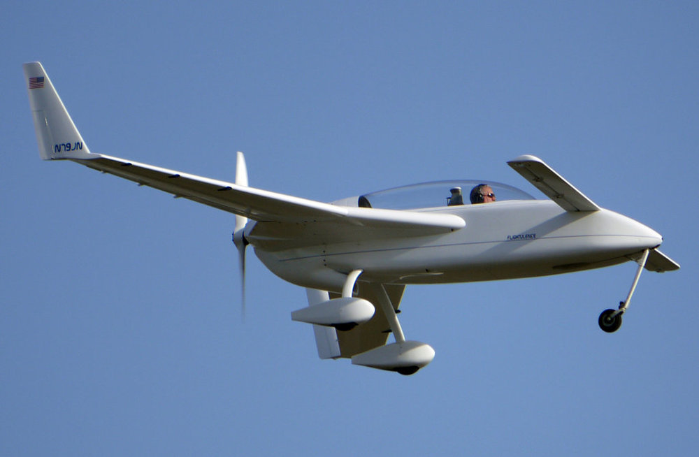 rutan_long_ez_landing_by_shelbs2-d4nua7r.jpg