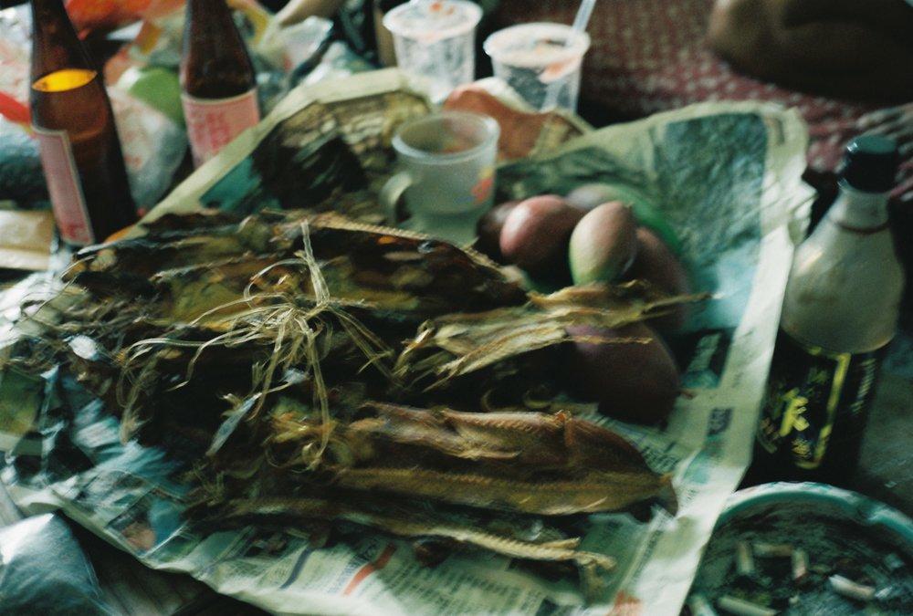 アークン自家製のトビウオの干物。そのままかじるととても硬くて塩っぽい味。ザ、保存食。