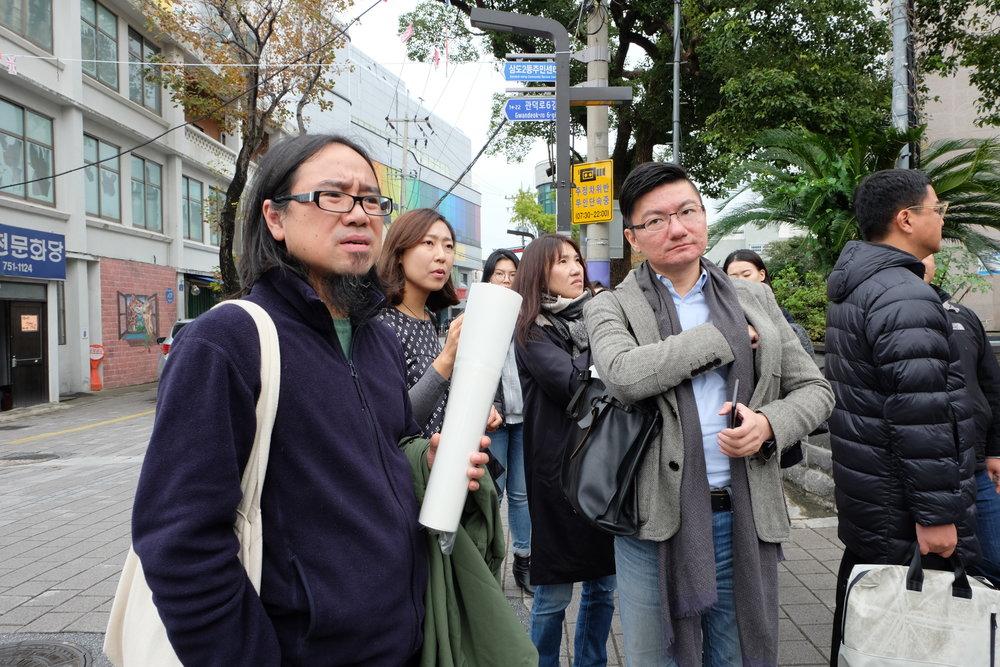 中国、重慶のアートセンター「Organ Hause」のディレクターNi Kun(左)と、台湾、Taipei Artist VillageのディレクターWu Dar Kuen(右)