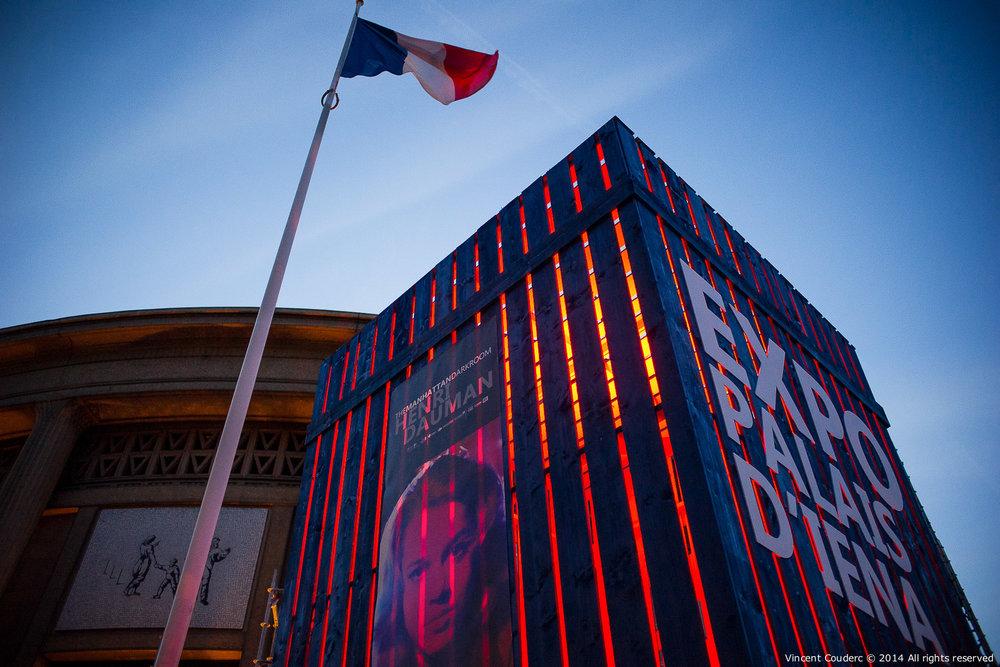 Entrée du Conseil Économique, Social et Environnemental  Exposition sur le travail du photographe Henri Dauman Palais d'Iéna,Paris, 2014.   www.manhattan-darkroom.com