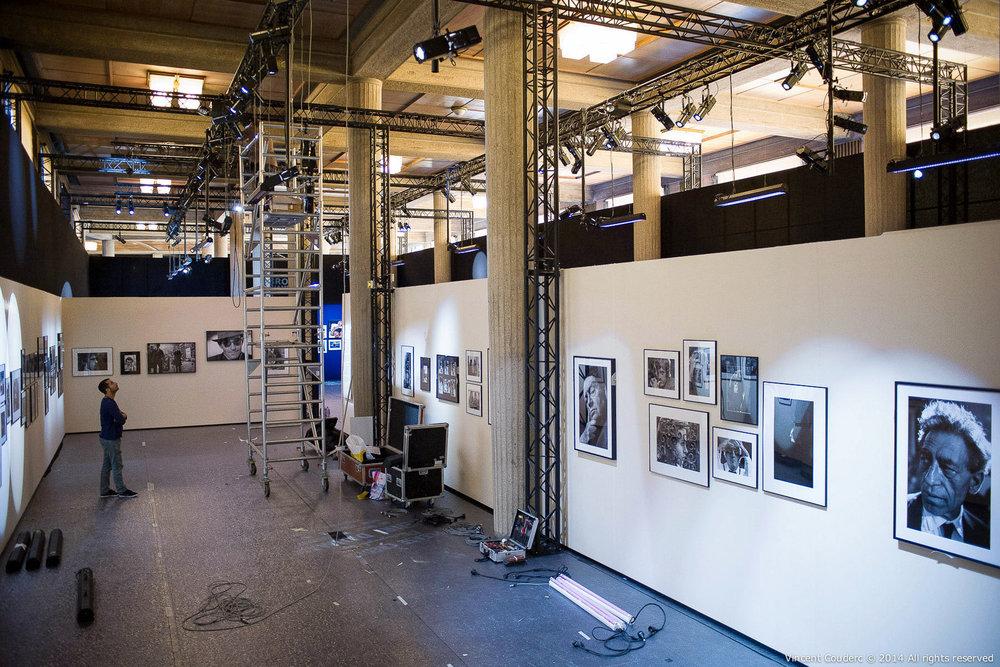 Erwann Collet,directeur lumière  Exposition sur le travail du photographe Henri Dauman Palais d'Iéna,Paris, 2014.   www.manhattan-darkroom.com