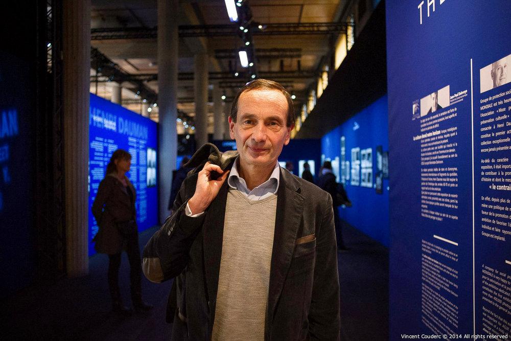 Jérôme Bédier,directeur général délégué du groupe Carrefour  Exposition sur le travail du photographe Henri Dauman Palais d'Iéna,Paris, 2014.   www.manhattan-darkroom.com