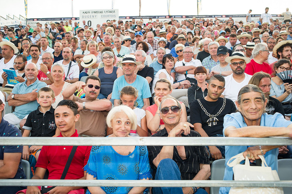 Le public  55ème Mondial la Marseillaise à Pétanque. Sur le vieux port de Marseille, 2016.   www.mondialapetanque.com