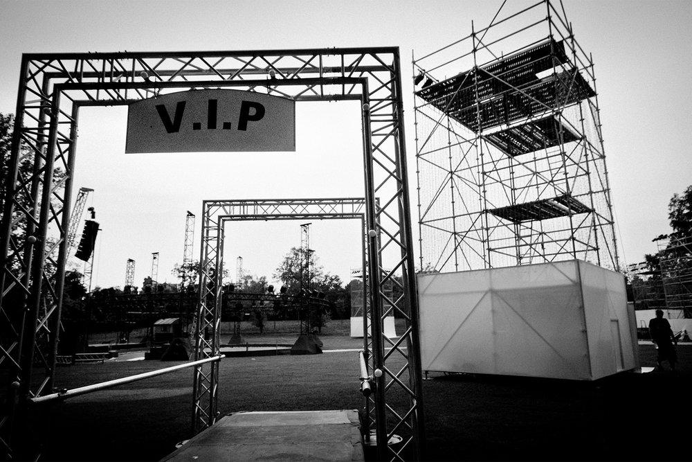 backstage-01.jpg
