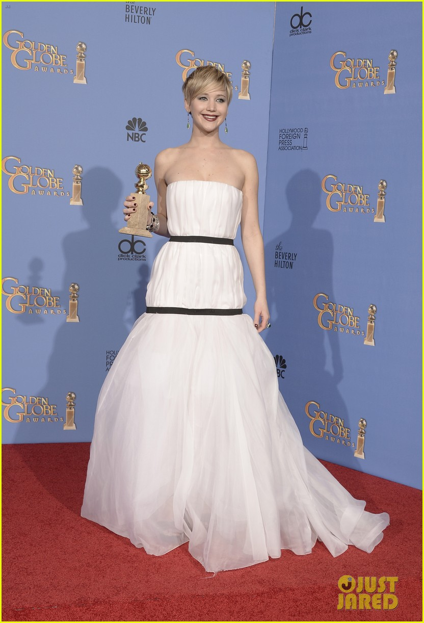 jennifer-lawrence-shows-off-golden-globe-in-press-room-photos-01.jpg