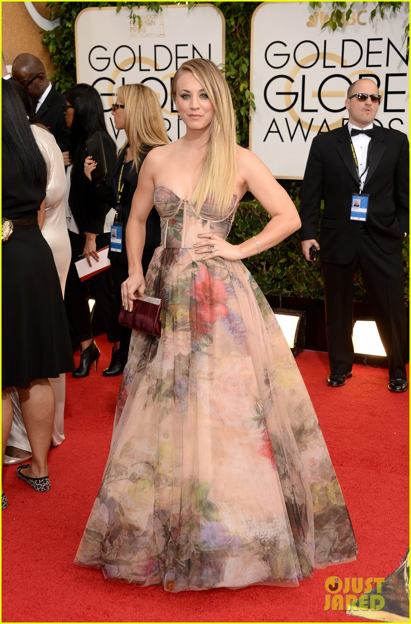 kaley-cuoco-golden-globes-2014-red-carpet-05.jpg