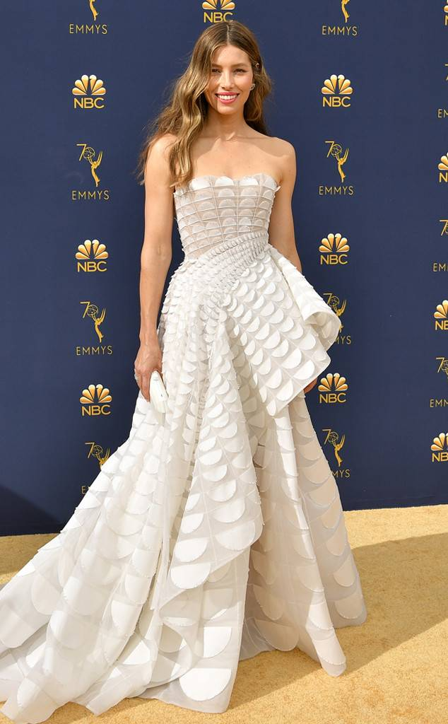 rs_634x1024-180917162103-634-2018-emmy-awards-red-carpet-fashion-jessica-biel.jpg
