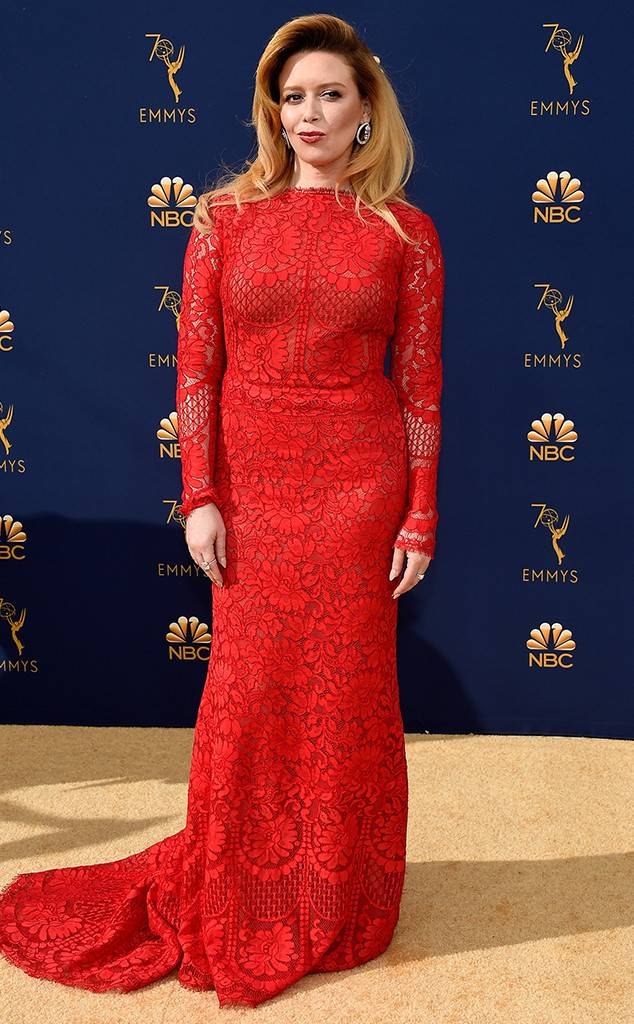 rs_634x1024-180917175516-634-natasha-lyonne-2018-emmy-awards-red-carpet-fashion.jpg