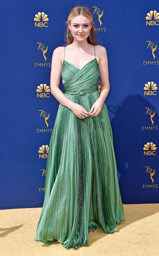 rs_634x1024-180917151256-634-dakota-fanning-2018-emmy-awards-red-carpet-fashion.jpg