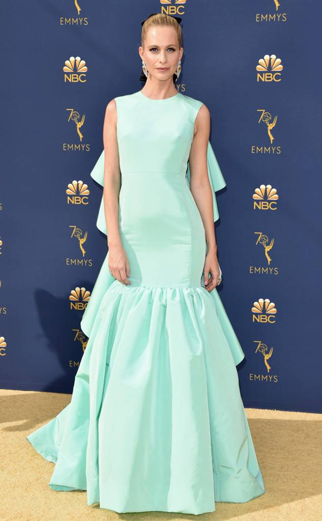 rs_634x1024-180917161105-634-2018-emmy-awards-red-carpet-fashion-poppy-delevingne.jpg