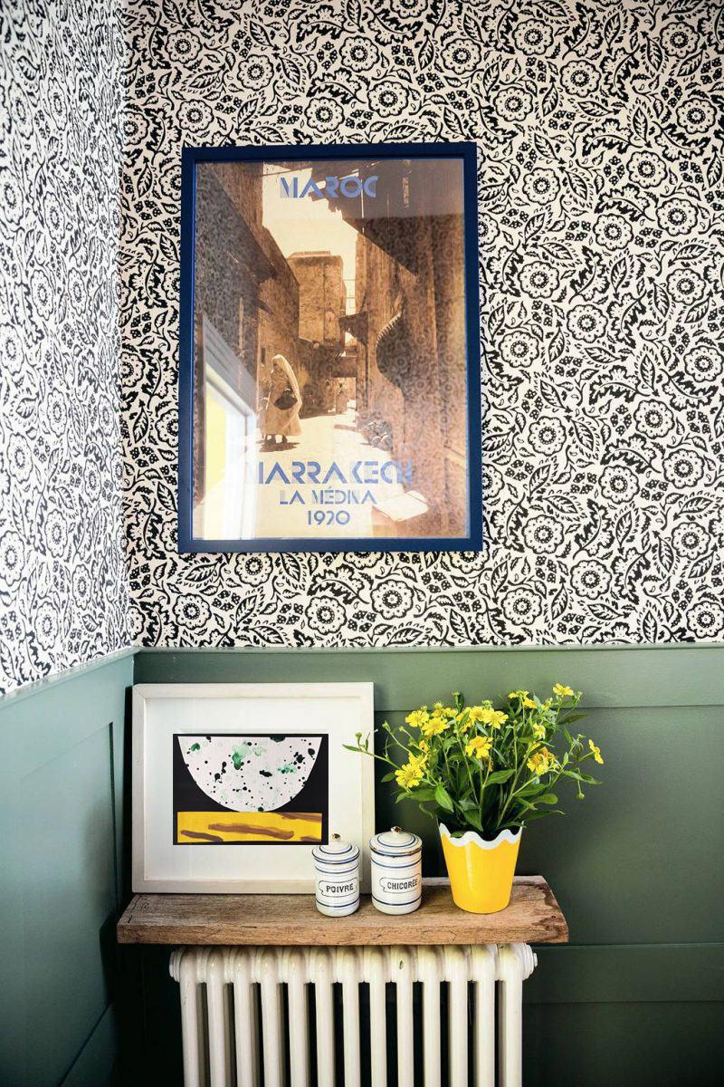 matilda-goad-living-room-house-garden-london-notting-hill-bathroom-green-wainscoting-sanderson-floral-wallpaper-800x1200.png