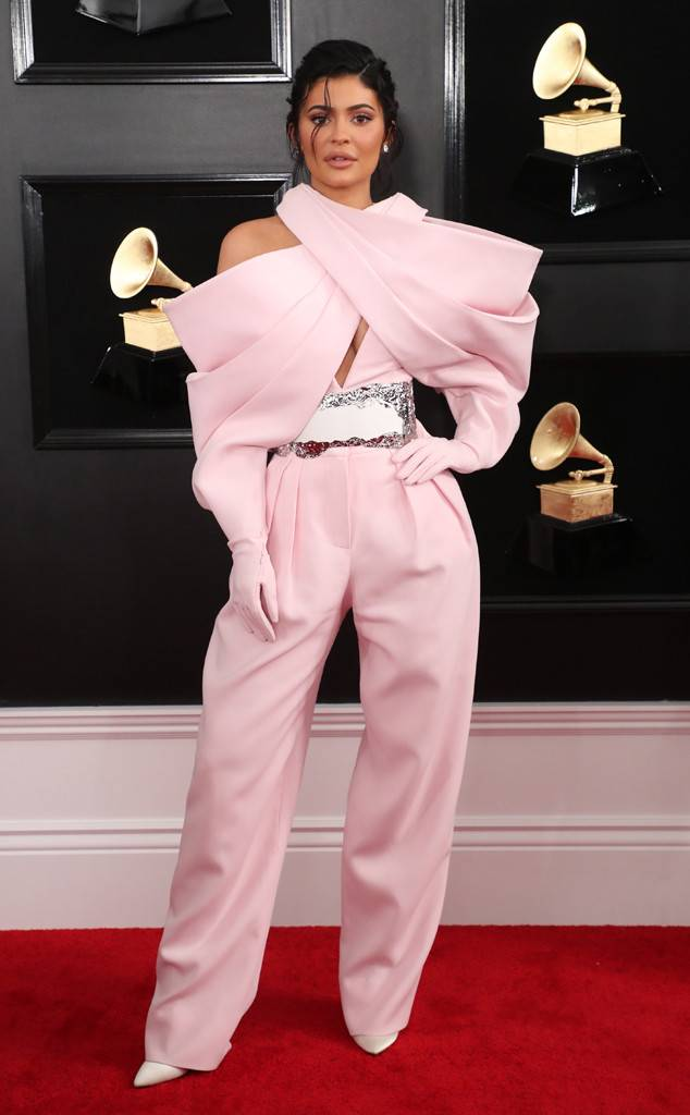 rs_634x1024-190210172923-634-2019-grammy-awards-red-carpet-fashions-kylie-jenner.cm.2119.jpg