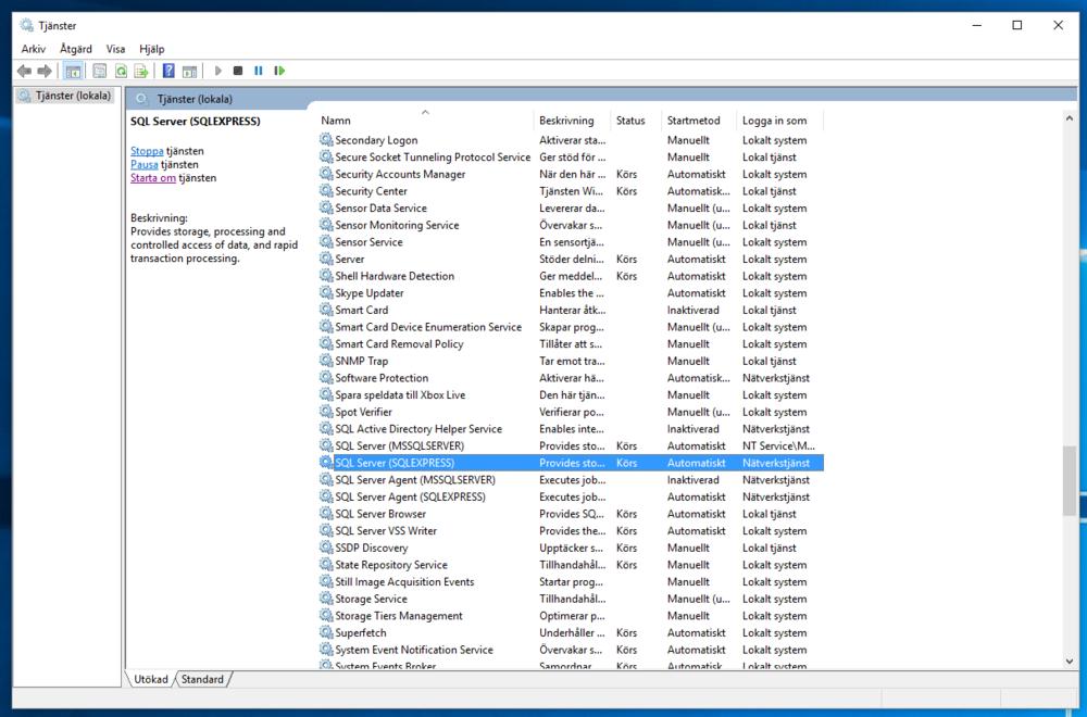 """I programmet Tjänster bläddrar du ner i listan och markerar """"SQL Server (SQLEXPRESS)"""" som på bilden ovan. Klicka på länken """"Starta tjänsten"""" till vänster lite högre upp eller använd den gröna pilen i verktygsfältet. När tjänsten har startat om och i kolumnen Status visar Körs stänger du programmet Tjänster."""