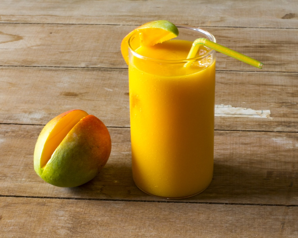 Make a mango smoothie to celebrate learning a new language! Image: By Vivekpat30 (Own work) [CC BY-SA 4.0 (http://creativecommons.org/licenses/by-sa/4.0)], via Wikimedia Commons