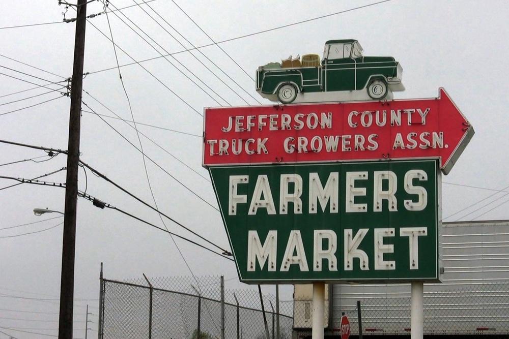 farmers market sign.jpeg