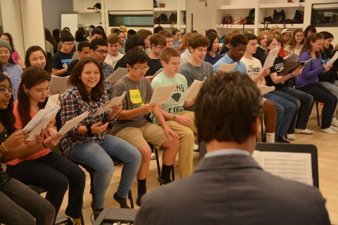 Francisco J. Núñez leads Centreville High School chorus members in workshop