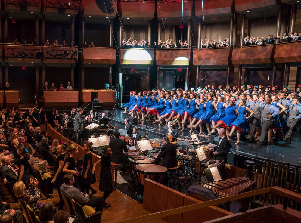 Francisco Núñez conducts the Young People's Chorus of New York City at the Rose Theater in Manhattan, 2018  © Stephanie Berger