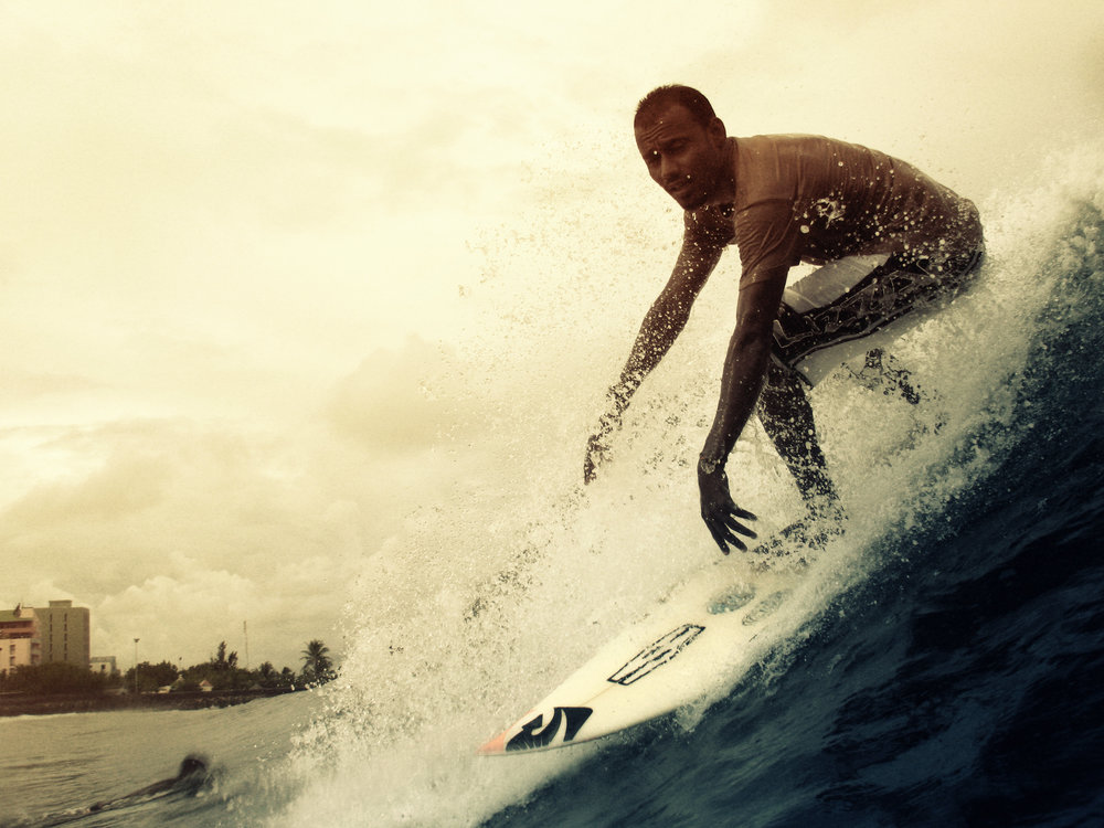 2008-10-14 - Male' City - Raalhugandu - Canon PowerShot A630 -  - Surfer (untitled close slide).jpg