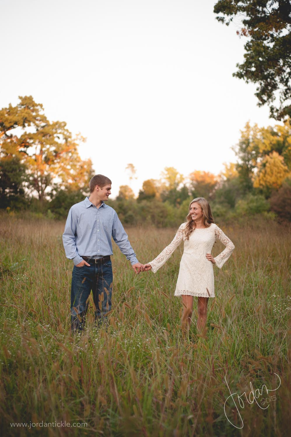 engagement photos in field nc-1.jpg