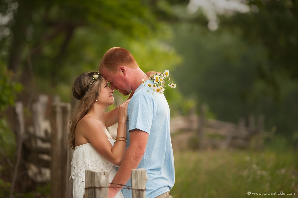 nc-engagement-photo-daisies
