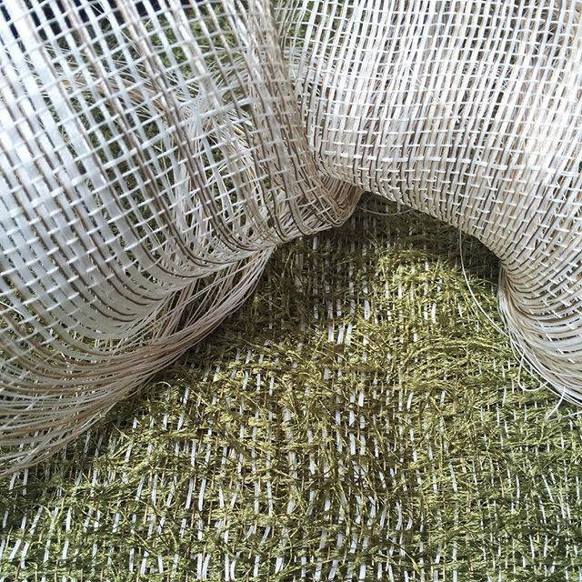 Double weave sculpting. Thinking of static sea foam waves on a field. #doubleweave #aircycle7 #textileartscenter #weaving