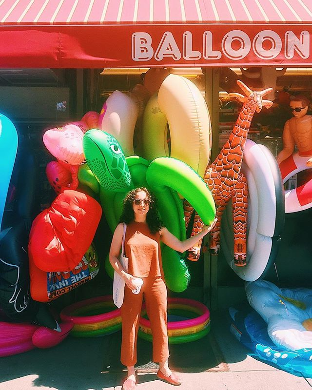 To the city that never sleeps, PEACE OUT ✌🏼 It's been a minute and once I hit the ground in Holland I'll be hibernating for a week 😋. It's been great NYC see ya in a bit 👋 📷captured in front of my favorite balloon saloon by @oholivecreative