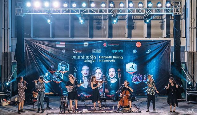 9,000 miles and two weeks ago. 📷 @felix.l_images @cambodianlivingarts @usembphnompenh @americanmusicabroad @american.voices #harpethrising #culturalexchange #phnompenh #harpethrisingkh #americanmusicabroad #chamberfolk #violin #cello #banjo #internationalwomensday