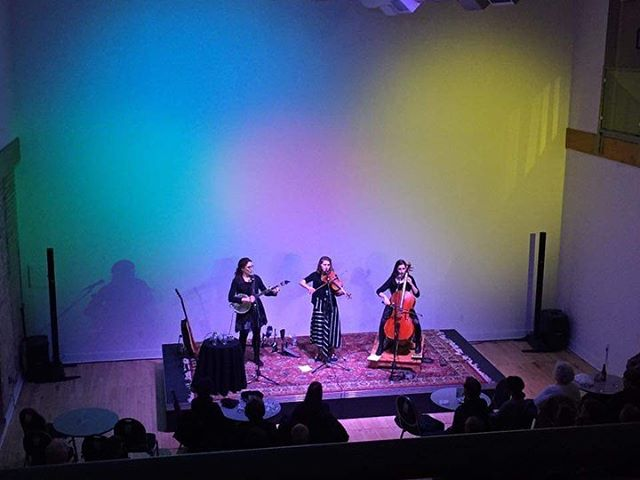 Thanks for a sold out show and sweet lighting last night at The Block in Muskegon, MI. Heading to @kerrytownconcerthouse now...accepting lunch suggestions in #annarbor no pizza thx 😘#chamberfolk #cello #cellista #violin #banjo #clawhammer
