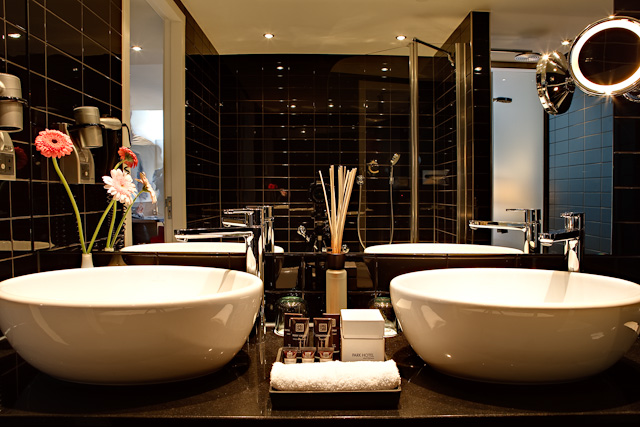 18. Park Hotel Amsterdam - Business Suite Bathroom.jpg