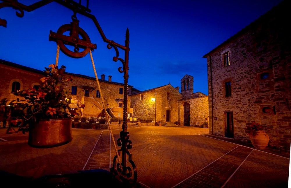 Die mittelalterliche Piazza des Hotels