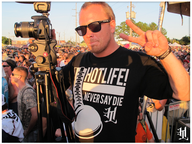 "Even the official Warped Tour staff rockin HL. Check out Randy w/ the HOTLIFE - ""NEVER SAY DIE"" T  www.livingthehotlife.com"