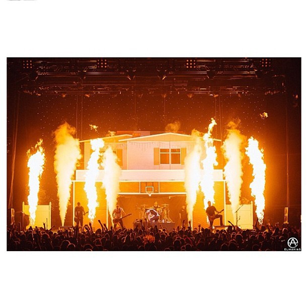 So for the last months ive been designing EVERYTHING for #ADTR #PTV and obviously #HOTLIFE and every other band u could imagine. But I'm extra excited to finally see my creation in real life.  Check out the stage I designed for the #HousePartyTour. Go to it when it hits your town! Thanks @elmakias for the regram and excellent #photography. #myartwork #house #creation #stage #arena #arenatour #mikechardcore #art #HOTLIFECREW