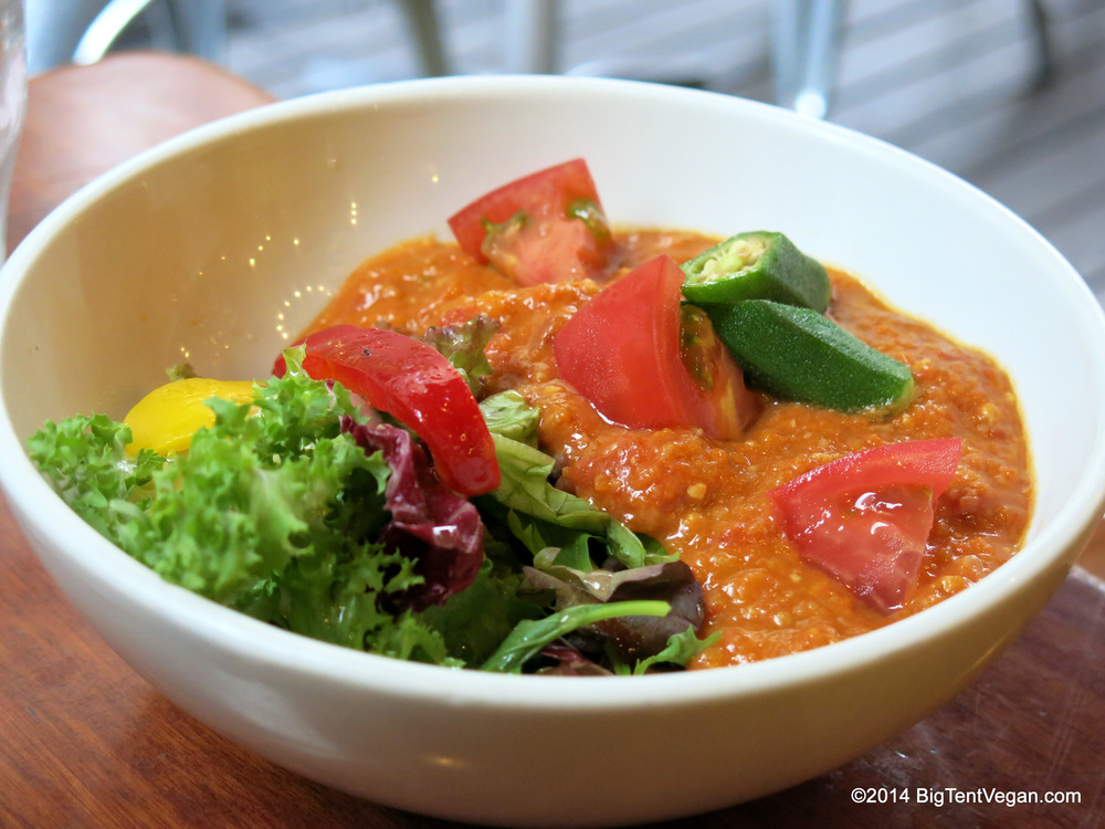 Vegan Red Curry with Tomatoes and Okra over brown rice at Eat More Greens (100% vegetarian and very vegan-friendly restaurant in Tokyo, Japan)