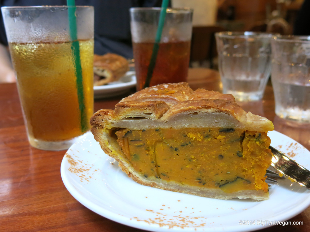 Vegan Pumpkin Pie from Eat More Greens (100% vegetarian and very vegan-friendly restaurant in Tokyo, Japan)