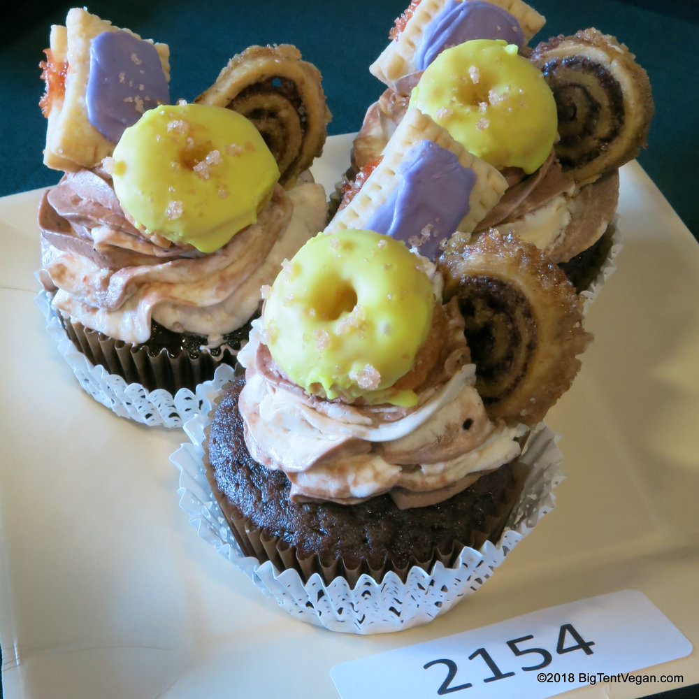 *1st PLACE and BEST OF SHOW*: jara jones (   Jara's Bake Addiction   )     Coffee & Donuts Cupcakes
