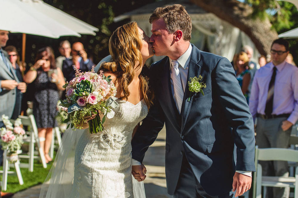 bride-groom-aisle-kiss