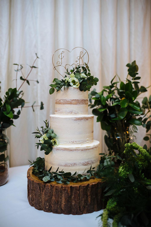 BARNSDALE LODGE WINTER WEDDING 33.JPG