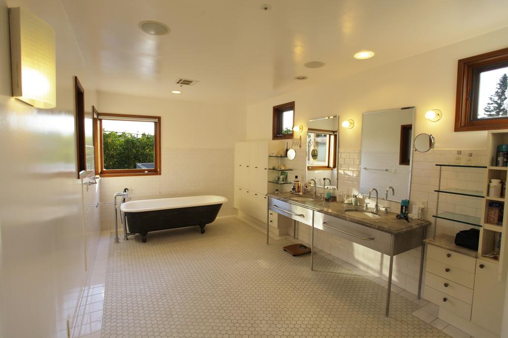 lubas bathroom.jpg