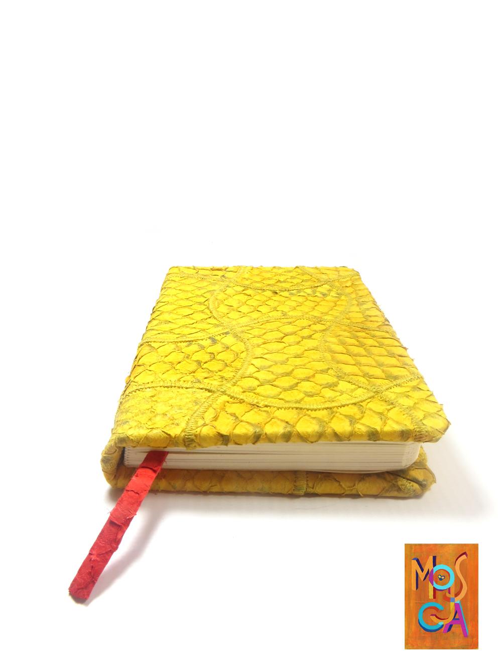 caderno amarelo ouro01_MOSCA.jpg