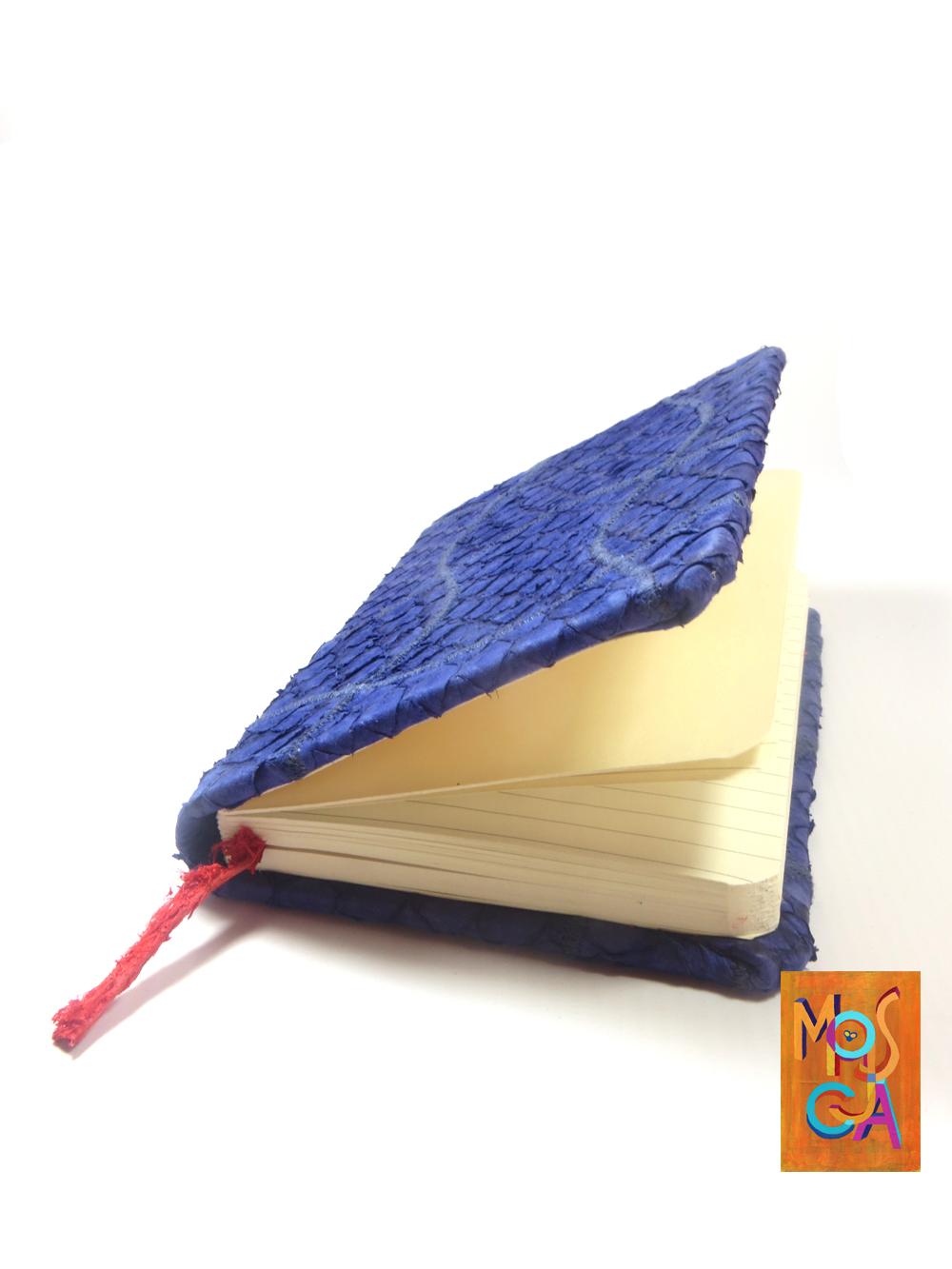caderno violeta02 MOSCA.jpg