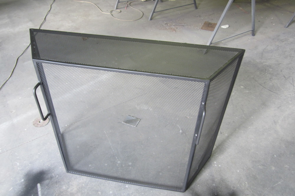 Fire screen and grates.JPG